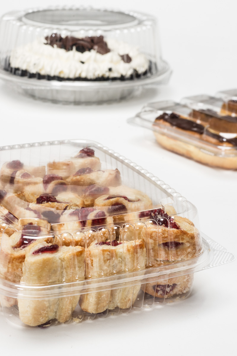 Clear hinged bakery containers